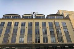 Logo de société de Se de groupe de finances de J&T sur le bâtiment des sièges sociaux tchèques Photo libre de droits