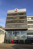 Logo de société de télécommunication de Vodafone sur les sièges sociaux tchèques Photo libre de droits