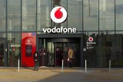 Logo de société de télécommunication de Vodafone sur les sièges sociaux tchèques Photos stock