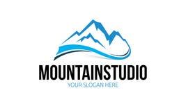 Logo de studio de montagne Photographie stock libre de droits