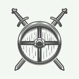 Logo de Vikings de vintage, emblème, insigne dans le rétro style Photographie stock