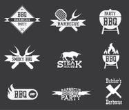 Logo del barbecue su fondo nero illustrazione di stock
