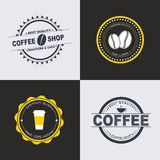 Logo del caffè di progettazione sugli ambiti di provenienza colorati Immagini Stock Libere da Diritti