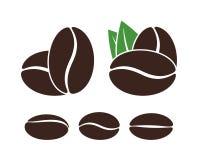 Logo del chicco di caffè Fagioli isolati del coffe su fondo bianco Fotografie Stock Libere da Diritti
