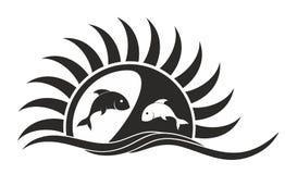 Logo del sole e del mare con i pesci Immagini Stock