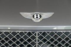 Logo del supercar di Bentley sulla fine del cappuccio del ` s dell'automobile sulla vista Immagini Stock Libere da Diritti