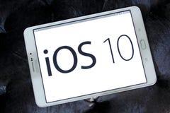 Logo dell'IOS 10 sul Home Page del funzionario della mela Immagini Stock