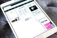 Logo dell'IOS 10 sul Home Page del funzionario della mela Fotografia Stock Libera da Diritti