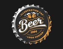 Logo della birra sul cappuccio - vector l'illustrazione, progettazione della fabbrica di birra dell'emblema Immagini Stock