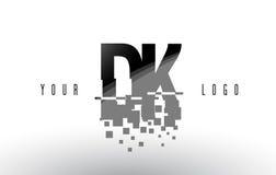 Logo della lettera del pixel della dk D K con i quadrati neri rotti Digital Immagini Stock Libere da Diritti