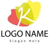 Logo della lettera K con la spruzzata dell'acqua Immagini Stock