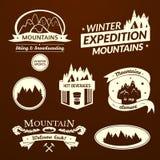 Logo della montagna ed insieme di etichetta Immagine Stock