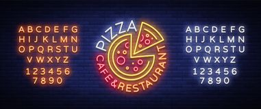 Logo della pizza nello stile al neon Insegna al neon, emblema su alimento italiano Caffè della pizza, ristorante, alimenti a rapi Fotografia Stock Libera da Diritti