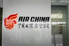 Logo della società di Air China all'aeroporto di Pechino in Cina Fotografia Stock Libera da Diritti