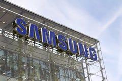 Logo della società di Samsung sulla costruzione delle sedi Fotografie Stock