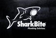 Logo della società di SharkBite Lettere stampate dell'autoadesivo Immagine Stock Libera da Diritti