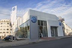 Logo delle case automobilistiche di Volkswagen su una costruzione della gestione commerciale ceca Fotografie Stock