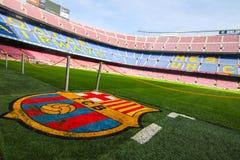 Logo des Barcelona-Fußballvereins bei Camp Nou lizenzfreie stockbilder