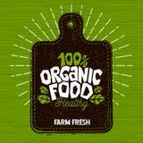 Logo des biologischen Lebensmittels, neue Lebensmittelkennzeichnung des Bauernhofes, Schneidebrett, Strahlen, Holz, Elemente, Emb lizenzfreie stockfotografie