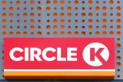 Logo des Kreises K auf Wand Lizenzfreies Stockbild
