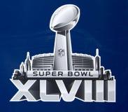 Logo des Super Bowl XLVIII stellte sich auf Broadway an der Woche des Super Bowl XLVIII in Manhattan dar Lizenzfreie Stockbilder
