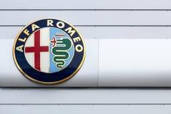 Logo di Alfa Romeo su una parete Fotografia Stock Libera da Diritti