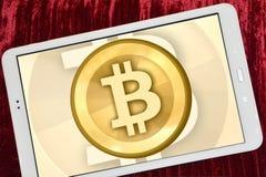 Logo di Bitcoin sulla linguetta Immagine Stock Libera da Diritti