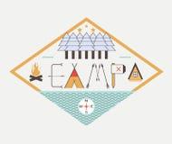 Logo di campeggio di vettore Concetto disegnato a mano con la natura di architettura del pæsaggio intorno Immagini Stock Libere da Diritti