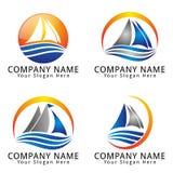 Logo di concetto dell'estratto del mare dell'onda e della nave Fotografia Stock