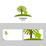 Logo di Eco con l'albero e la casa Fotografie Stock