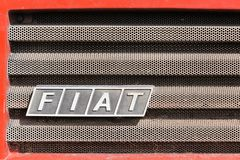 Logo di Fiat su un'automobile Fotografie Stock