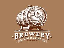 Logo di legno della tazza di birra - vector l'illustrazione, progettazione della fabbrica di birra illustrazione di stock