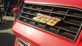 Logo di marca commerciale sull'automobile stock footage