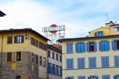 Logo di Martini nel mezzo di Firenze, Italia, fra configurazione colorata Fotografie Stock