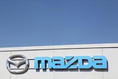Logo di Mazda su una parete Fotografie Stock Libere da Diritti