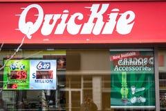Logo di Quickie davanti al loro deposito in Ottawa del centro, Ontario fotografie stock