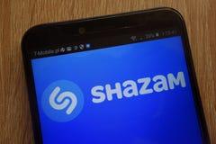 Logo di Shazam visualizzato su uno smartphone moderno fotografia stock
