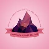 Logo di tema dell'emblema di aria aperta della montagna Fotografia Stock