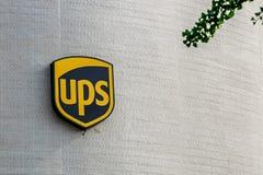 Logo di UPS sulla loro costruzione Immagine Stock Libera da Diritti