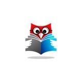Logo di vettore del libro di lettura del gufo Fotografia Stock