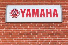 Logo di Yamaha su una parete immagine stock libera da diritti