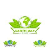 Logo Earth Day Vector el ejemplo con las palabras, los planetas y las hojas del verde Imagen de archivo libre de regalías