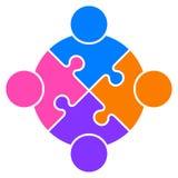 Logo ensemble relié par gens de puzzle de travail d'équipe illustration de vecteur