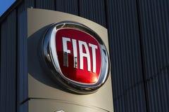 Logo för Fiat gruppföretag på tjeckisk återförsäljarebyggnad på Januari 20, 2017 i Prague, Tjeckien royaltyfria foton