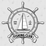Logo för fiskesportklubba med seglingskeppet och styrninghjulet royaltyfri illustrationer
