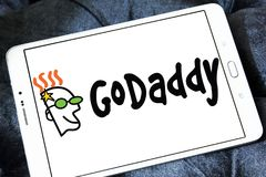 Logo för GoDaddy internetföretag royaltyfria bilder