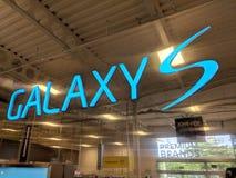 Logo för Samsung galax S inom det Best Buy lagret Arkivbilder
