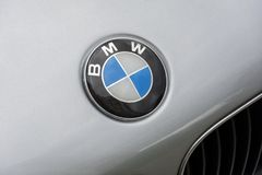 The logo of the German automotive company BMW on the bonnet of t 库存图片