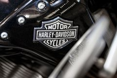 Logo of Harley Davidson motorcycles on a fuel tank