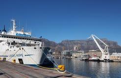 Logo-Hoffnung, die in Cape Town ankoppelt Lizenzfreie Stockbilder